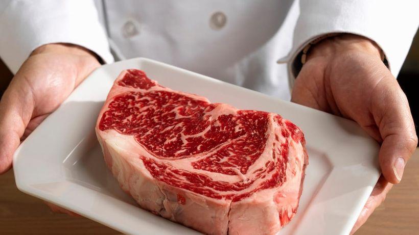 Fakta místo dohadů! Kolik bílkovin máme jíst akolik jich skutečně využijeme?
