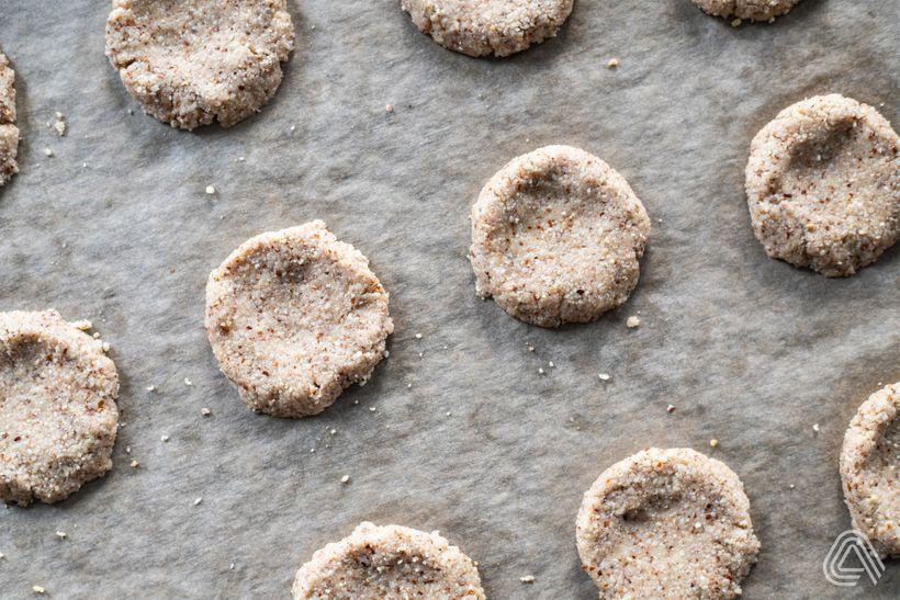 Krehké mandľové sušienky sarašidovým maslom