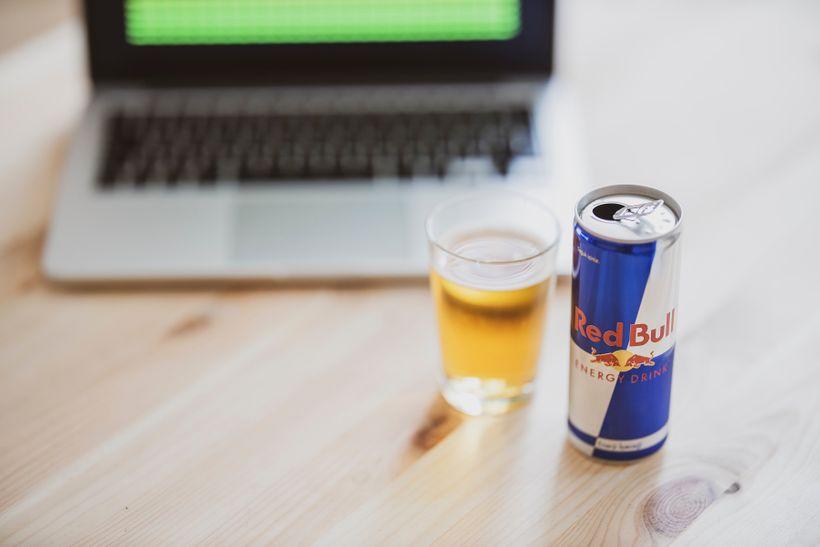 Jak riziková je skutečně kombinace alkoholu senergiťáky?