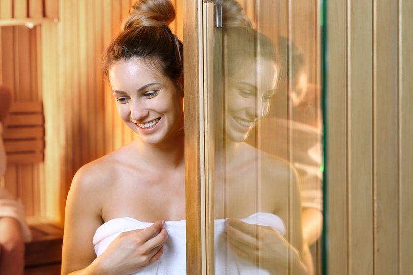 Silnější imunita, úleva od chronických bolestí... Co dalšího může přinést pravidelné saunování?