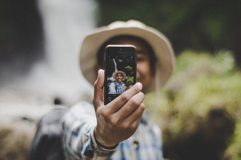 Proč žijeme falešný život na sociálních sítích?