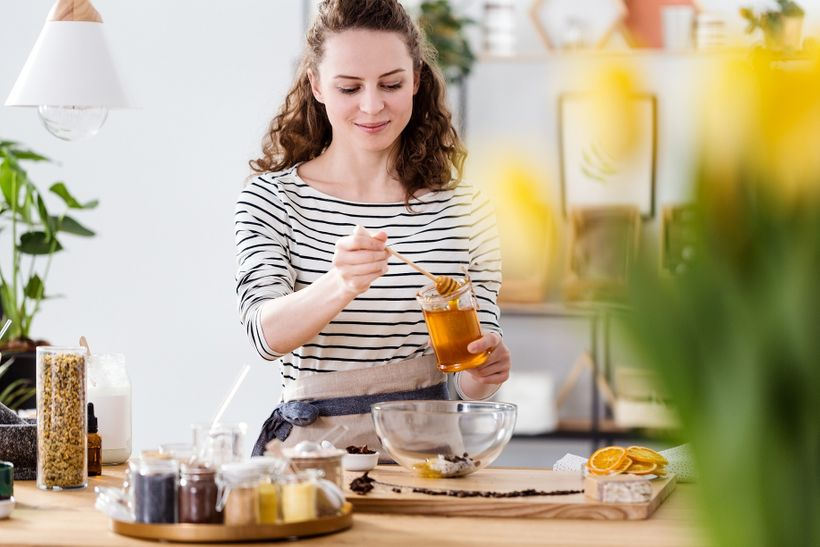Slaďte chytře! Je skutečně bíly cukr horší než med, agávový sirup nebo cukr třtinový?