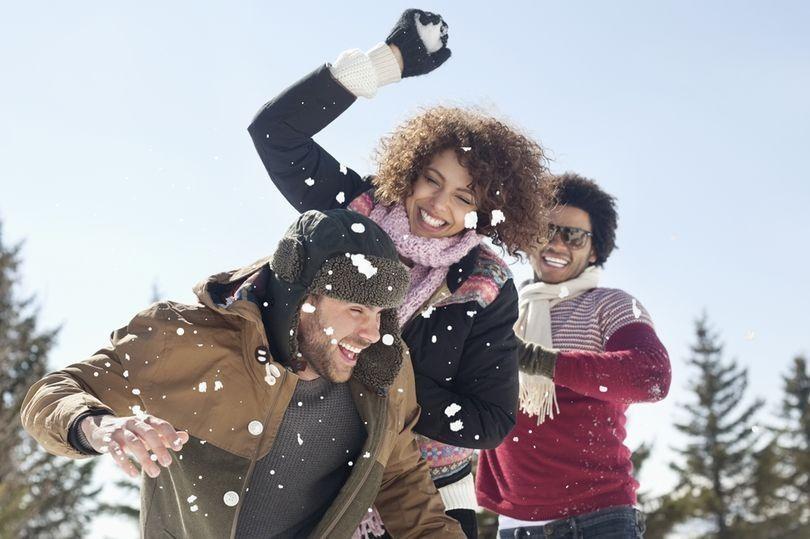 5 zimních aktivit pro zpestření vánočního lenošení. Kolik přinich spálíte kalorií?