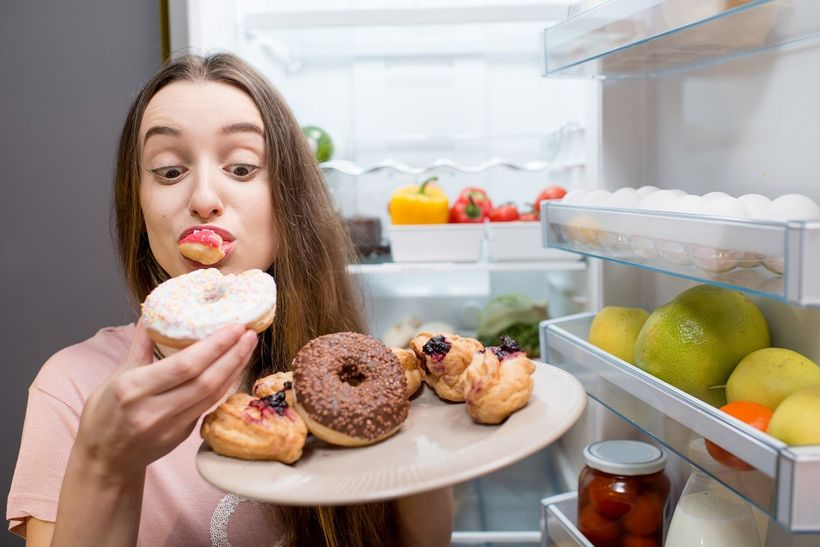 Jídlo jako droga. Jak rozpoznat záchvatovité přejídání ajak ho léčit?