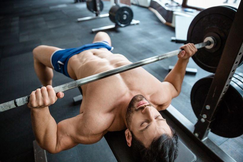 Nárůst svalové hmoty isíly: Objevte kouzlo těžko-lehkého splitu