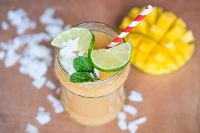 Znáš smoothie nakopávač? Tipy na 3 zdravé rychlé drinky, které nahradí klasickou snídani