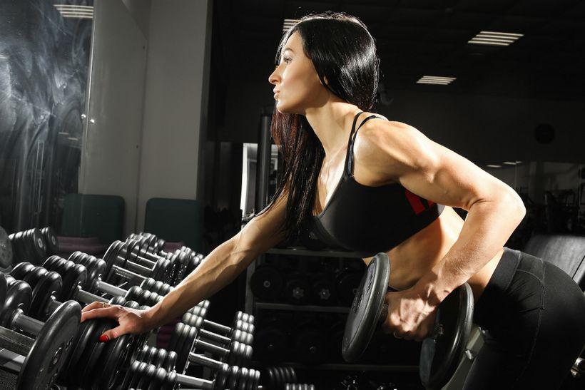 Jak silový trénink mění ženské tělo? 9 výhod posilování pro něžné pohlaví