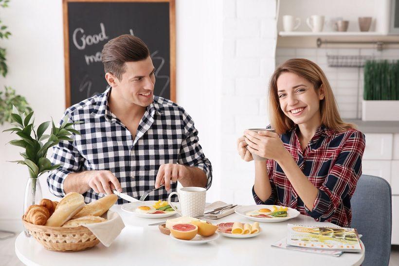 Vědci tvrdí: Vynechávat snídani zvyšuje riziko srdečních onemocnění. Je tomu opravdu tak?
