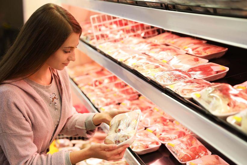 Chystá se knám ukrajinské maso plné hormonů, nebo nám Tomio Okamura lže?