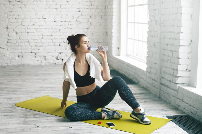 Pomáhá pití vody shubnutím?