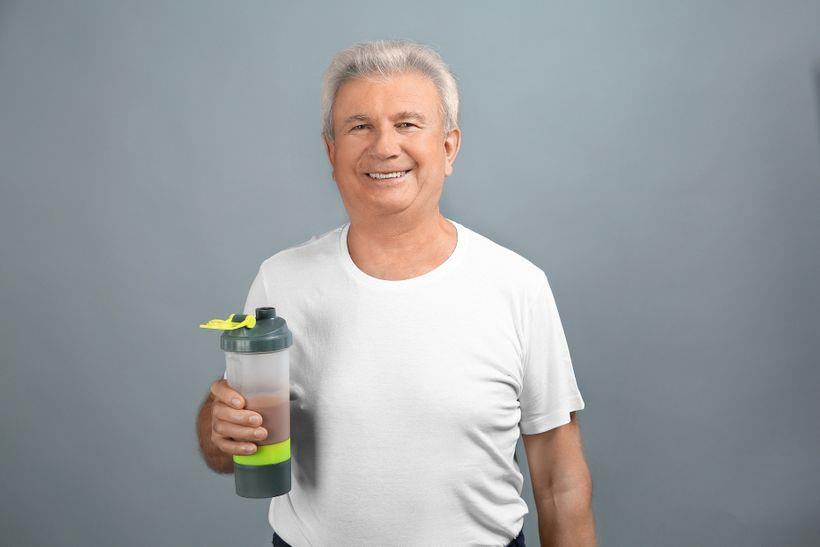 Sype naše babička, když pije protein? Proč si lidé myslí, že jsou doplňky stravy steroidy?