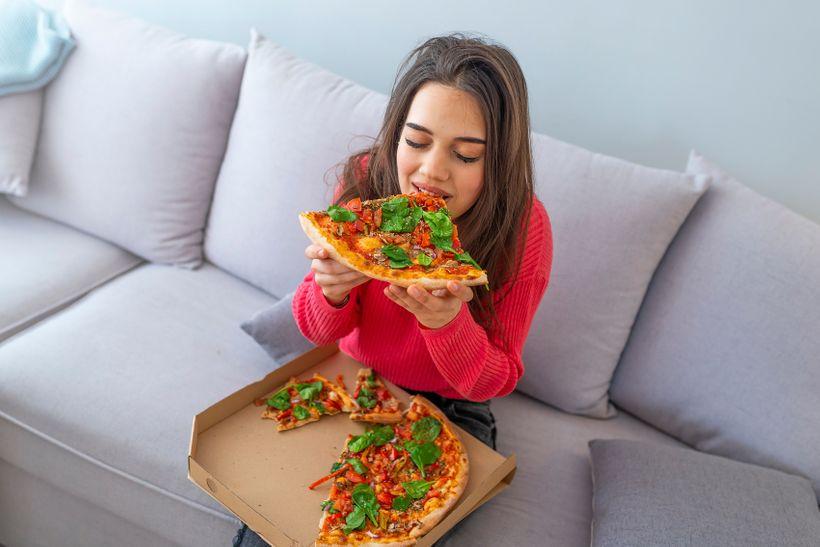 Je bezpečné objednat si domů jídlo nebo potraviny během pandemie koronaviru?