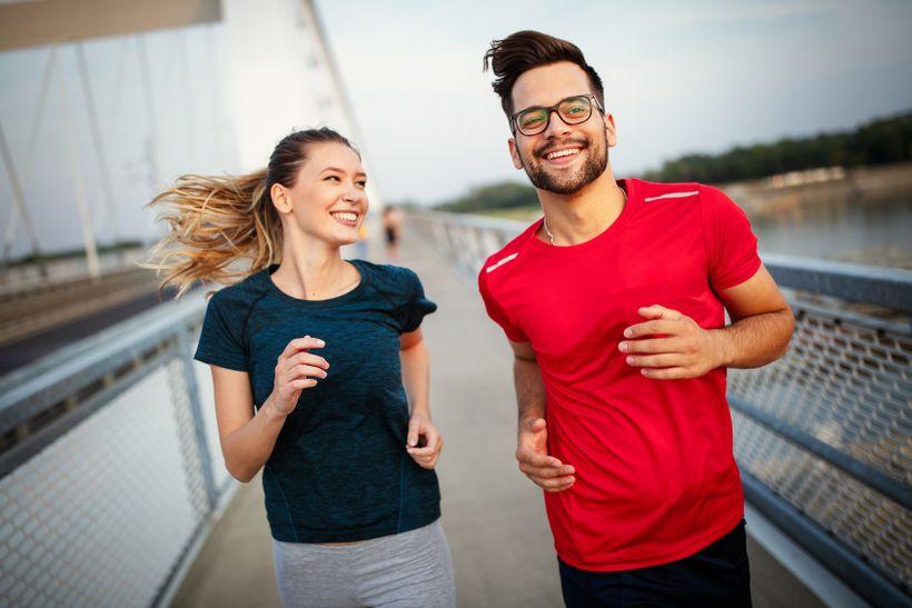 Trasa 10 km: Spálíte více kalorií chůzí, během, na kole nebo na inlajnech?