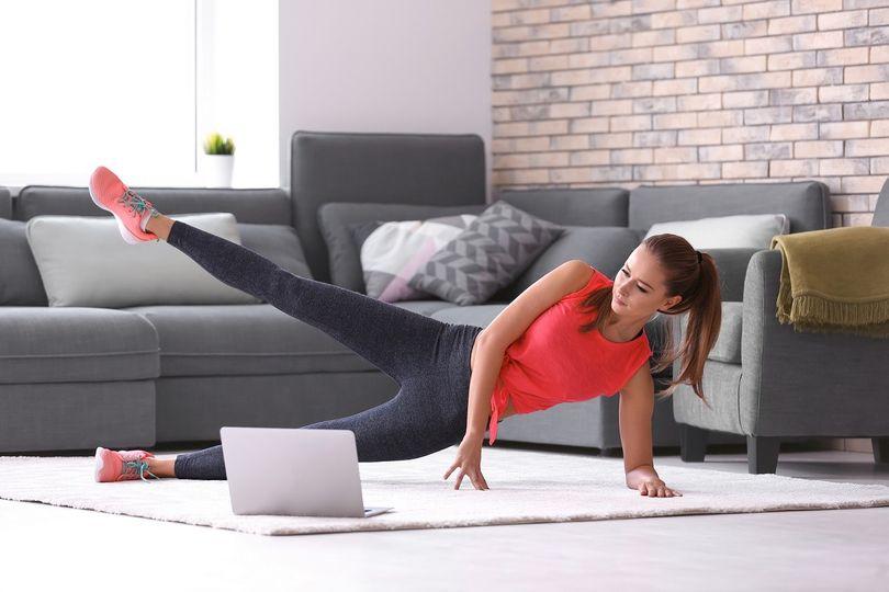 10 tipů na domácí cvičení pro ženy podle YouTube, zn. bez náčiní