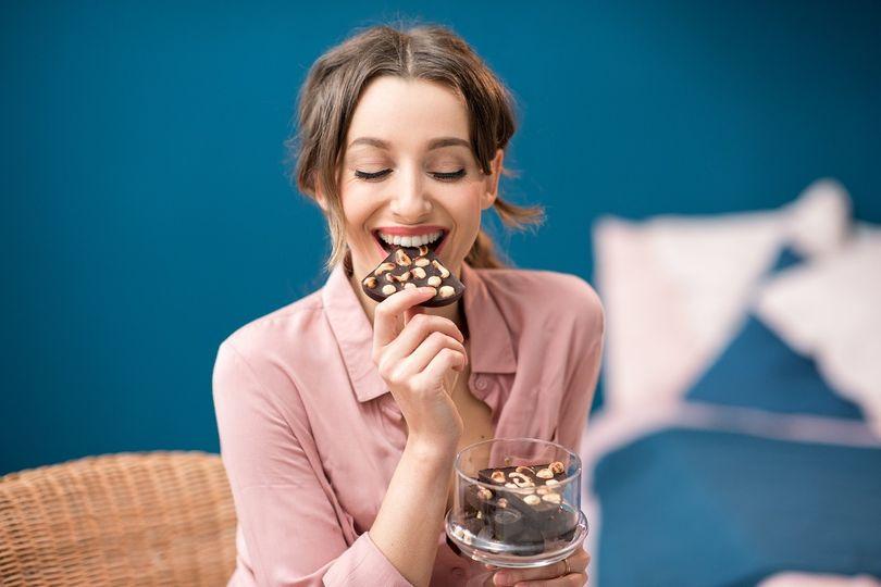 10 zdrojů zdravých tuků: Rozšiřte svůj jídelníček o ryby, ořechy nebo čokoládu