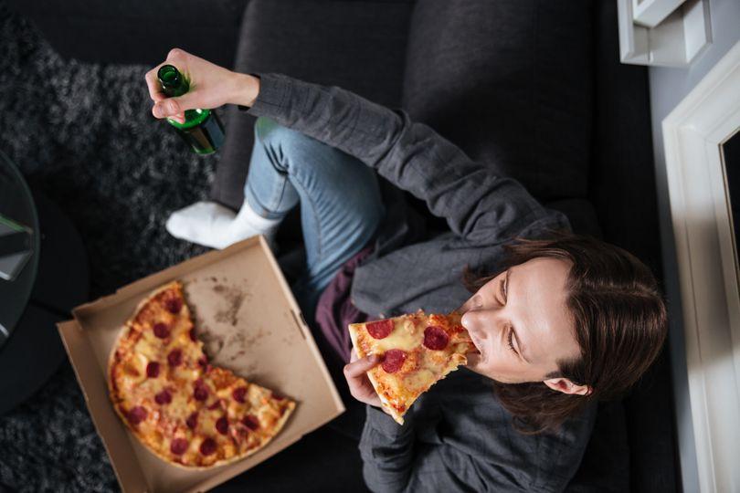 4 nejčastější důvody večerního přejídání a tipy, jak mu předejít