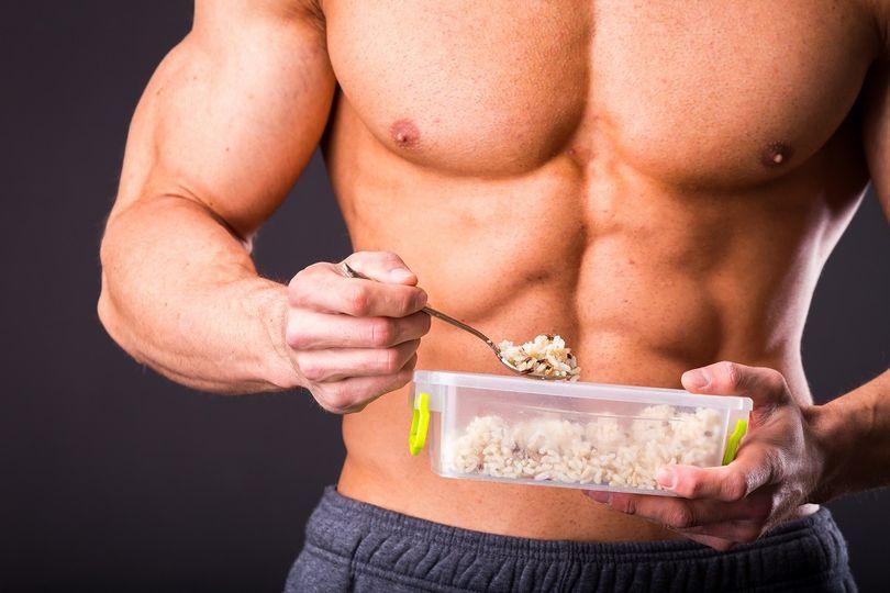 5 jednoduchých tipů, jak do sebe dostat více kalorií a konečně nabrat svaly