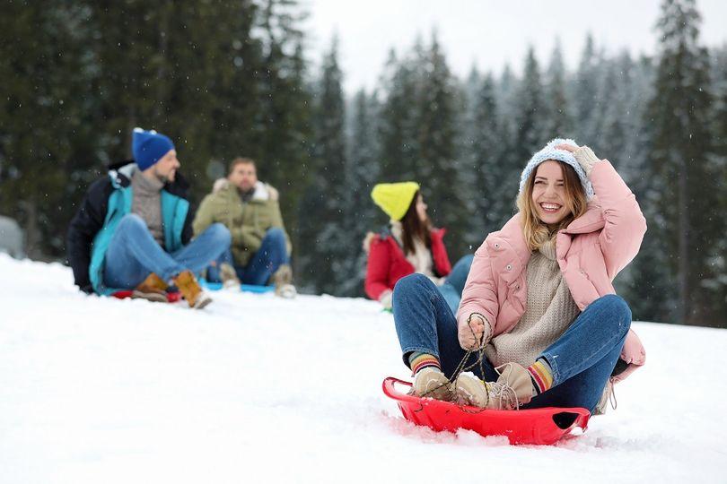 5 zimních aktivit pro zpestření vánočního lenošení. Kolik při nich spálíte kalorií?