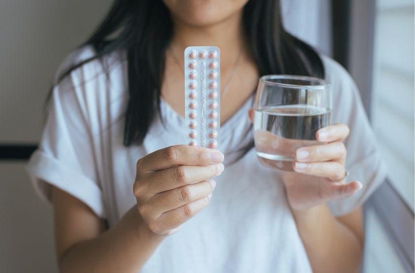 6 mýtů o hormonální antikoncepci: opravdu způsobuje neplodnost a přibírání na hmotnosti?