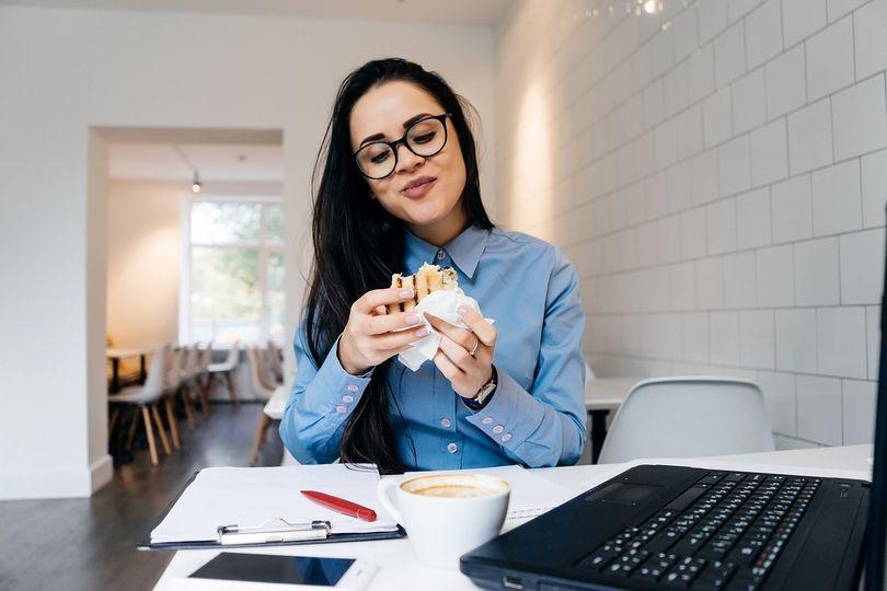 8 tipů na zdravé svačiny, které si můžete vzít do práce i do školy