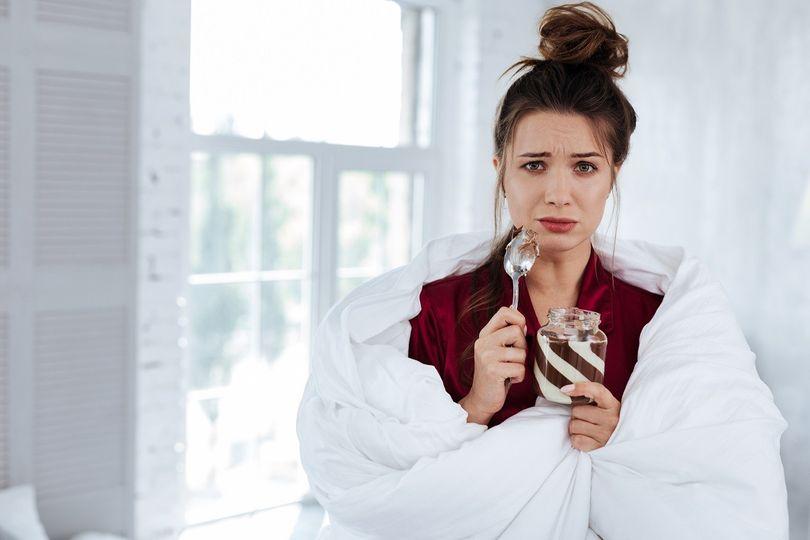 Ako PMS mení fungovanie ženského tela a prečo môžeme jesť viac?