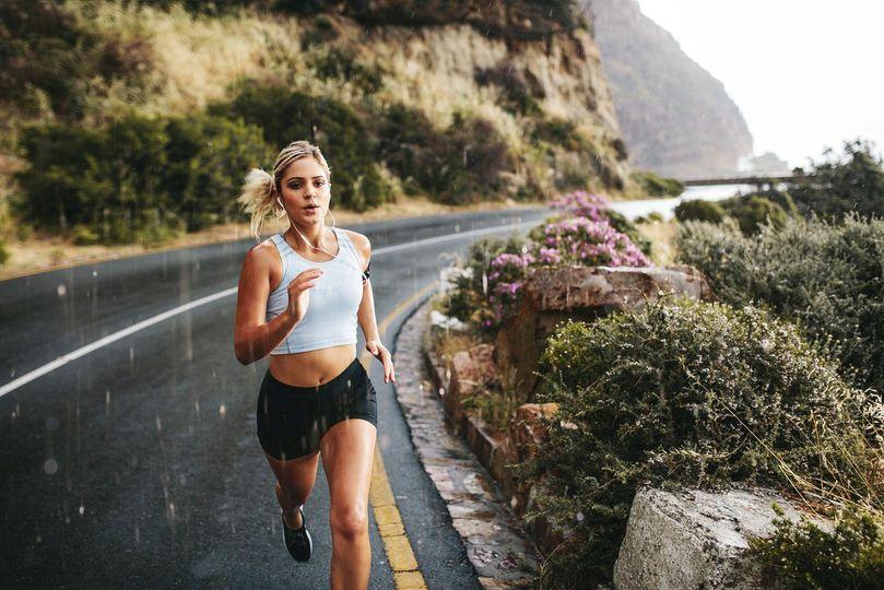 Běháte správně? Zkuste těchto 5 tipů pro efektivní a zdravý běžecký styl