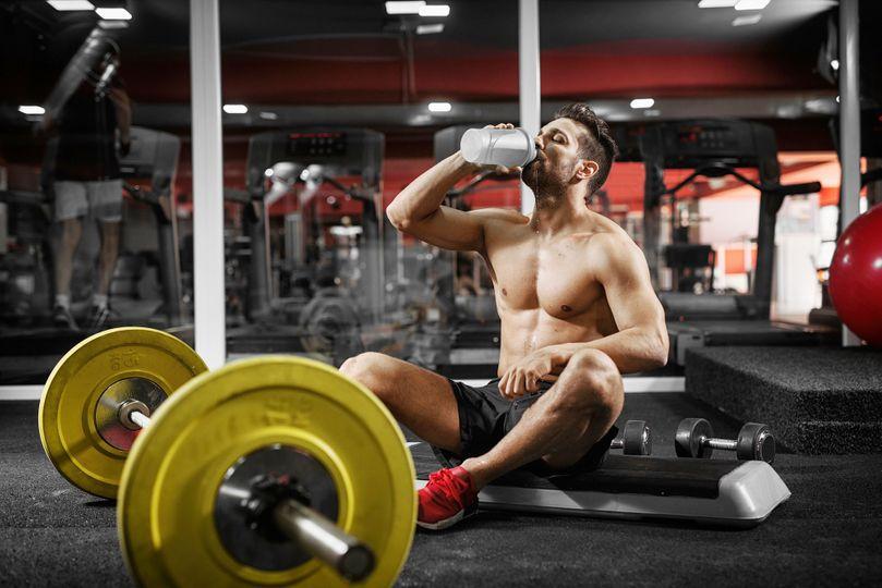 Buduj svaly, podej maximální výkon! Jak suplementovat během tréninku?