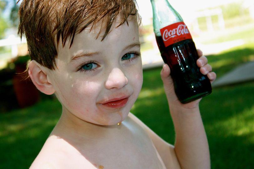 Coca Cola ve Velké Británii se snaží zmařit zákon pro boj s dětskou obezitou