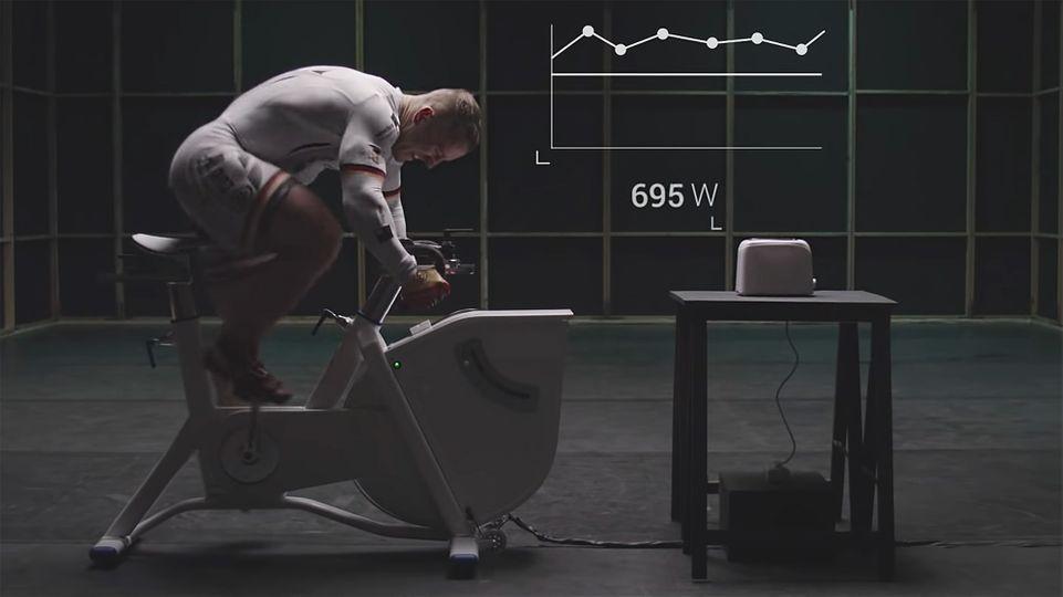 Dokáže olympijský sportovec překonat výkon toustovače?