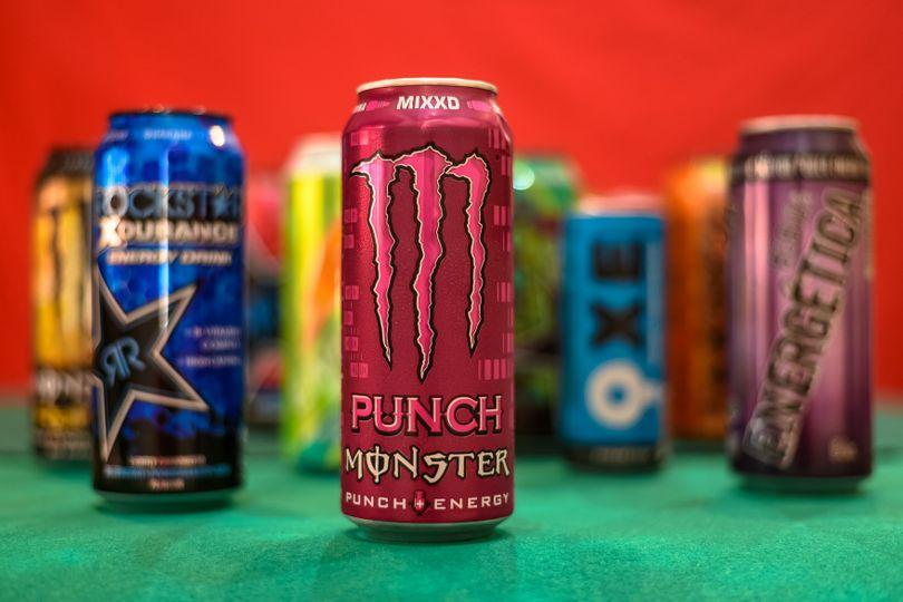 Energy drinky: Kdy pomáhají, kdy škodí a kolik jich maximálně můžete vypít?