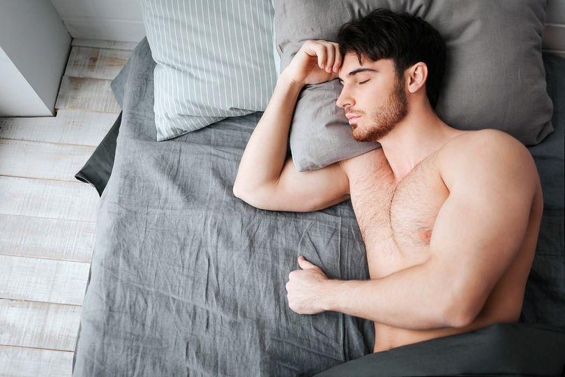 Federer údajně spí až 12 hodin denně. Proč byste si i vy měli prodloužit spánek?