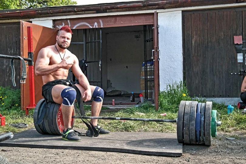 Fitness vnímám jako divadlo, já jsem ale hlavně trenér, říká Jonáš Petřík