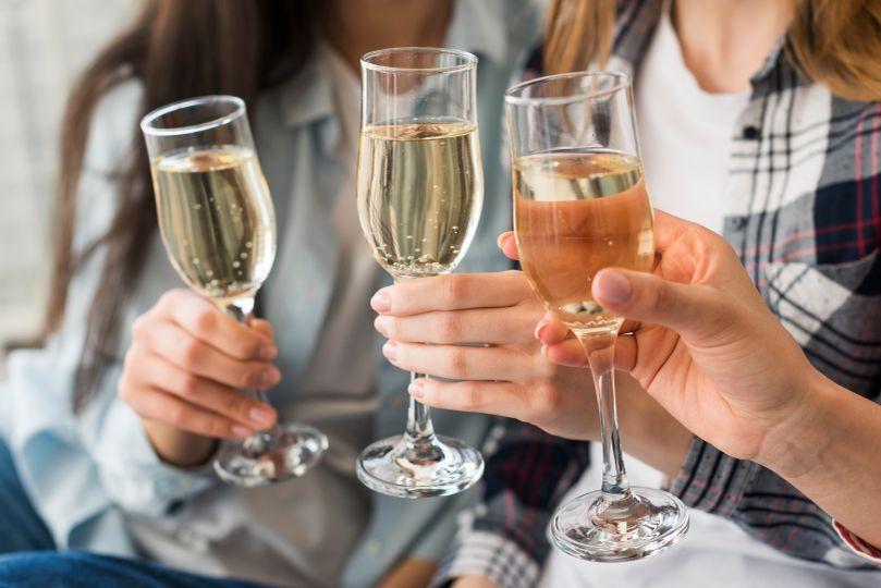Hubnutí a alkohol: Jak si občas dopřát, aby i přesto šly kilogramy dolů?