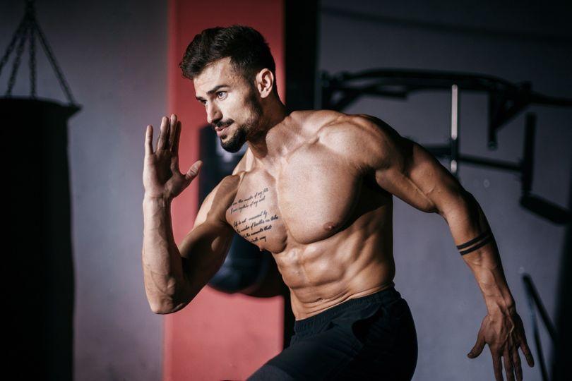 Ještě více bílkovin v jídelníčku silového sportovce. Kdy to může mít opravdu smysl?