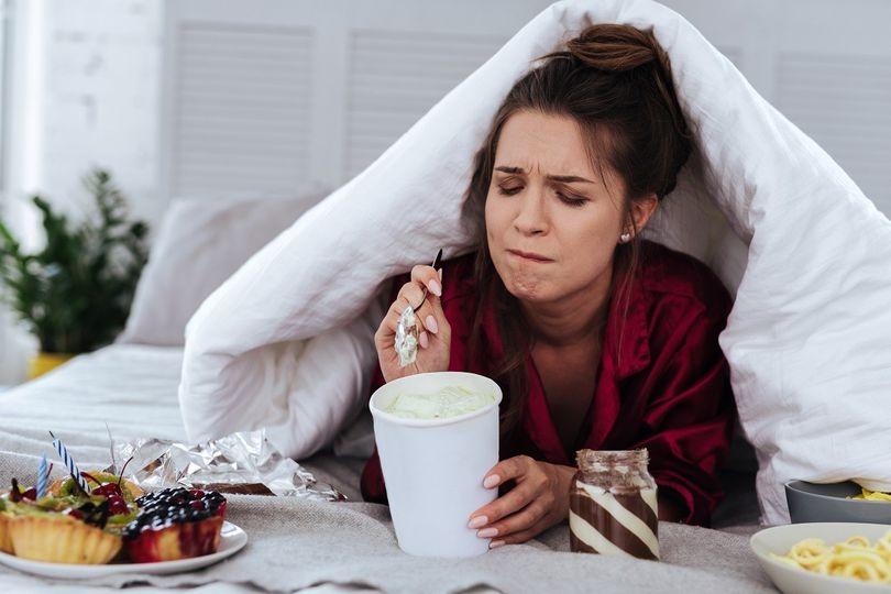 Jídlo jako droga. Jak rozpoznat záchvatovité přejídání a jak ho léčit?