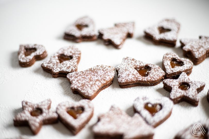 Kakaové linecké koláčiky s marhuľovou marmeládou