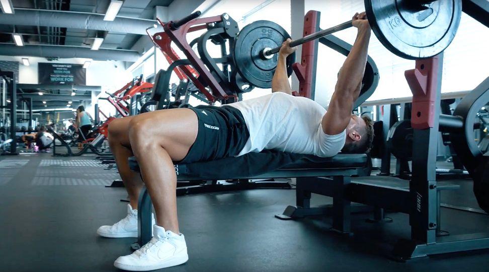 Král cviků na prsa: Cvičíte bench press správně?