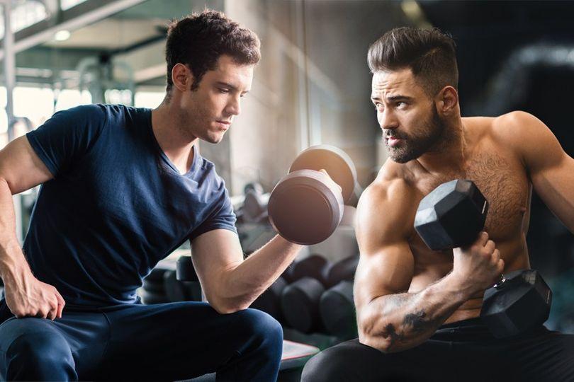 Menší, nebo větší váha na čince: Který způsob je pro maximální svalový růst efektivnější?