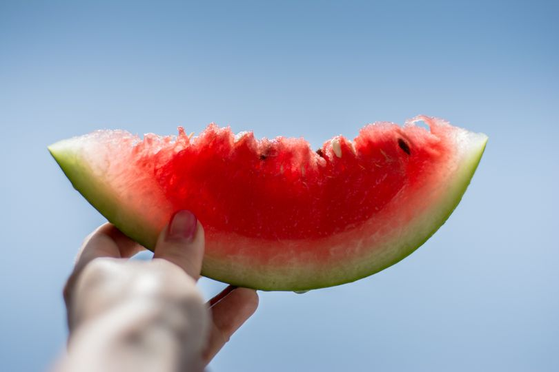Potraviny bohaté na vodu: podpořte svoji hydrataci v horku