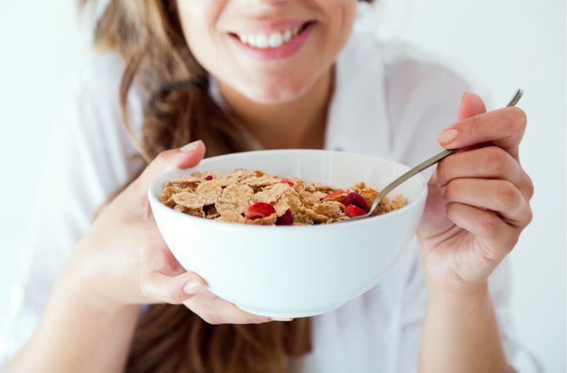 Pravda o cereáliích! Je lepší müsli nebo granola?