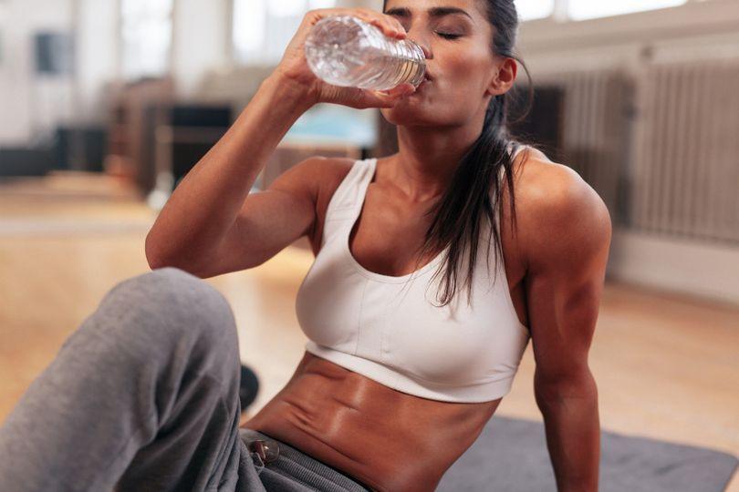 Pravda o zadržování vody! Jakým způsobem ovlivňuje hubnutí?