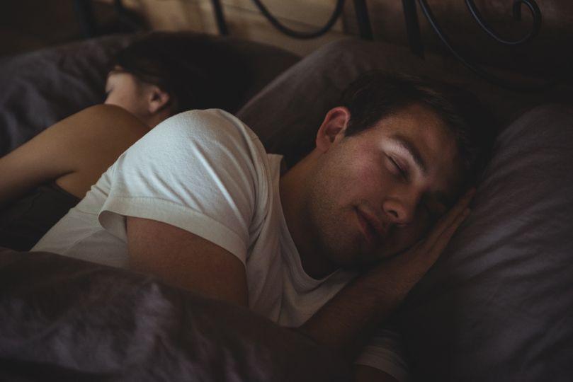 Proč bez spánku nerostou svaly a nehubneme? 6 tipů, jak se královsky vyspat