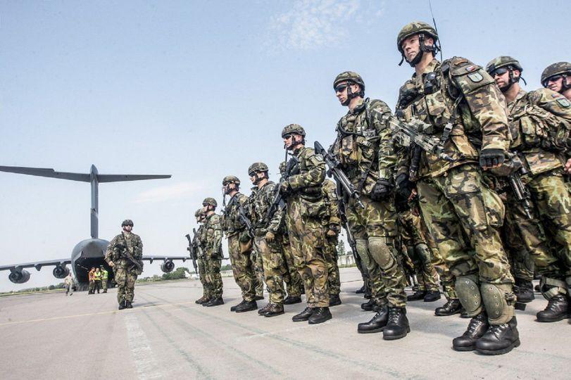 Rozbij tréninkový stereotyp a zamakej si doma s elitními českými vojáky