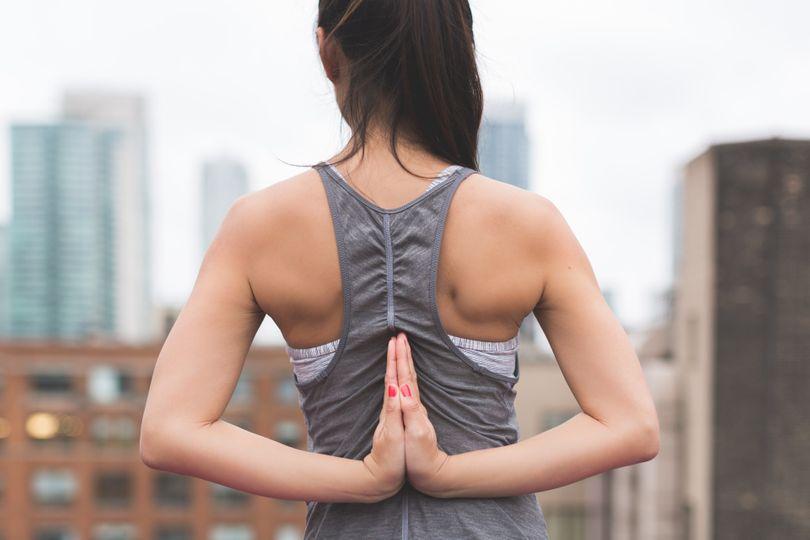 Silná záda se nerodí jen v posilovně! 5 skvělých cviků na posílení svalů zad s vlastní vahou