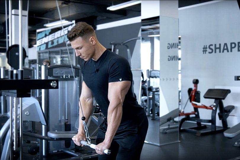 Stahování kladky na triceps: Nenápadný cvik, jehož efektivita vás překvapí