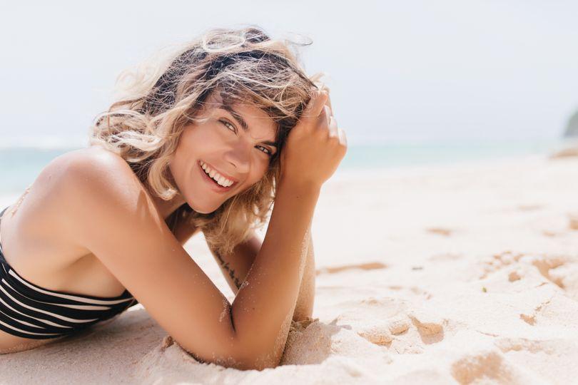 Stárnutí kůže je až z 80% způsobeno slunečními paprsky. Jak se chránit?