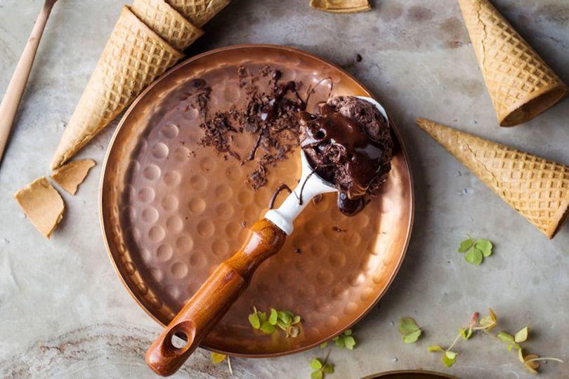 Tajná ingredience dělá ze zmrzliny bílkovinami nabitou dobrotu. O jakou přísadu jde?