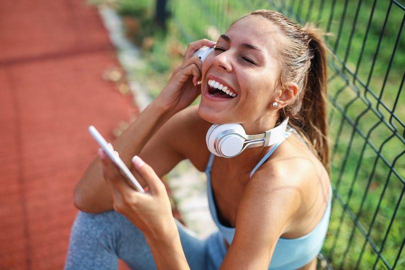 TOP 6 fitness podcastů! Vzdělání i zábava do sluchátek