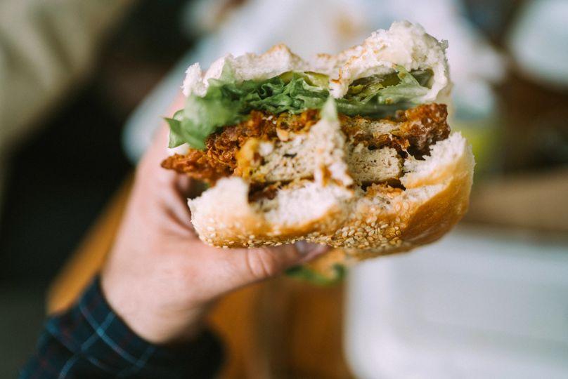 Už jste zkusili některý z těchto 5 rostlinných burgerů?