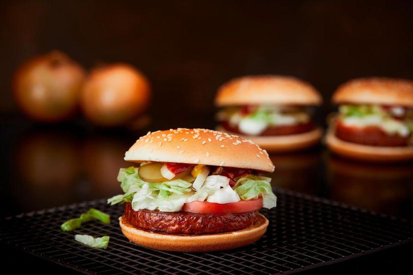 Veganský burger od McDonald's dobývá Evropu
